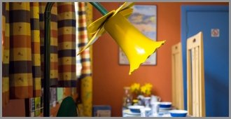 B and B Daffodil Lamp